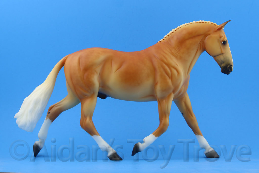 Breyer Griffin 712227 2017 Collector's Club Special Run